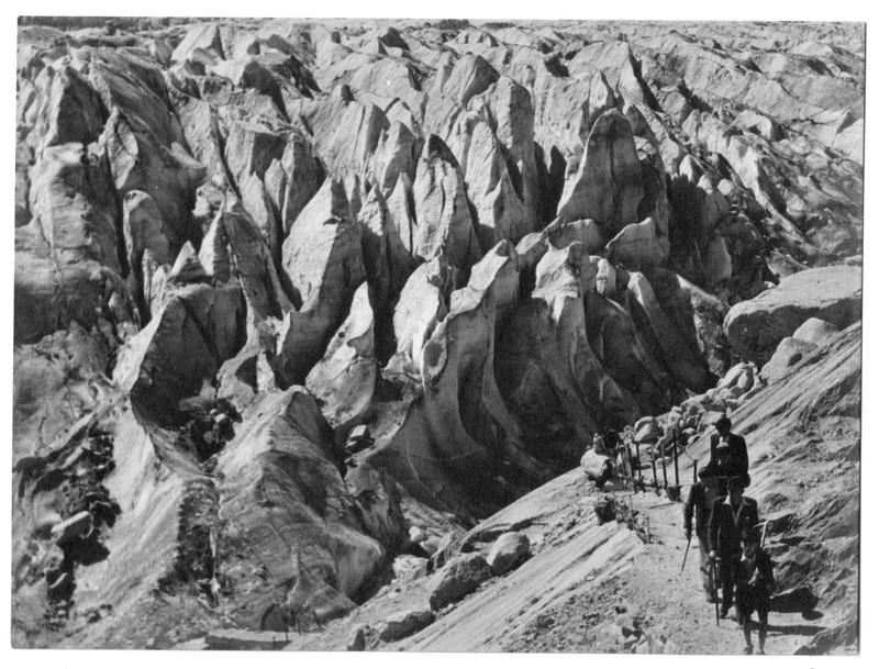 Archives... Ski alpinisme dans les années 1950 Glacier_Bossons